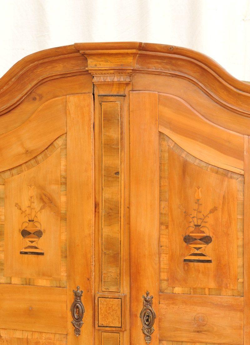 Kirschbaum Schrank mit Marketerien und Einlegearbeiten, Louis XVI