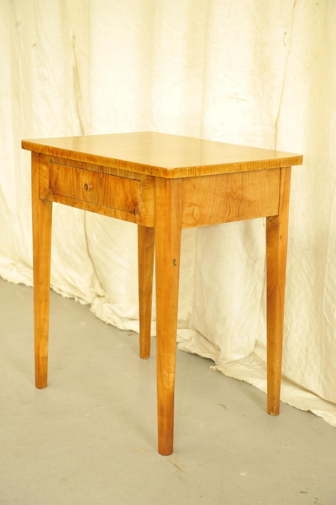 kleiner Biedermeier Tisch Esche